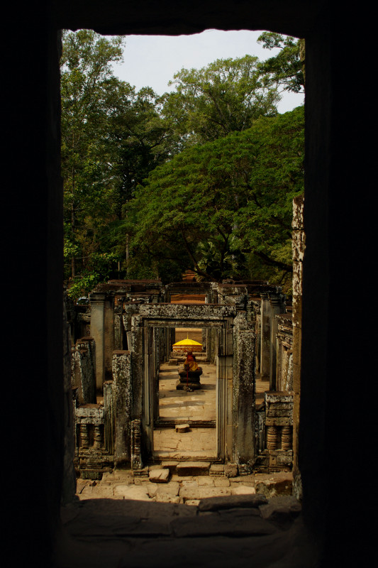 Looking through the Bayon door frames