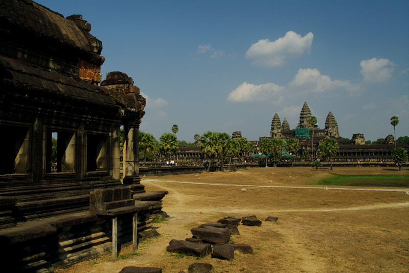The central Angkor Wat towers seen from the library
