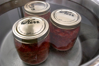 Boiling the jam in the jars
