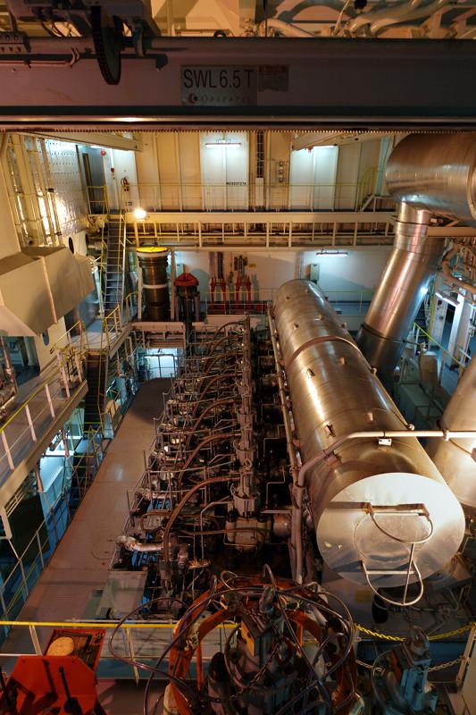 Big Ships Engine Rooms: One Big Engine