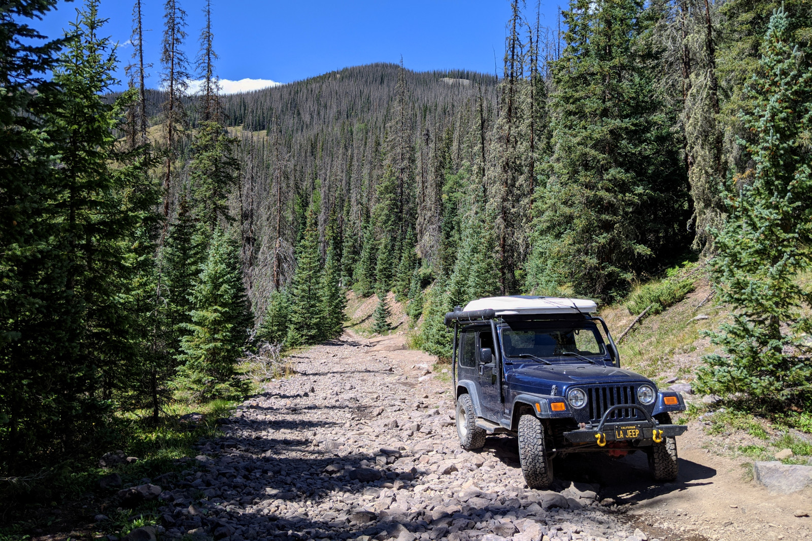 La Jeep on the road to Elwood Pass