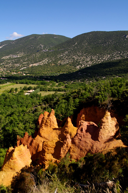 The red rocks of Colorado Provençal, in the midst of the green garrigue, near Rustrel, France