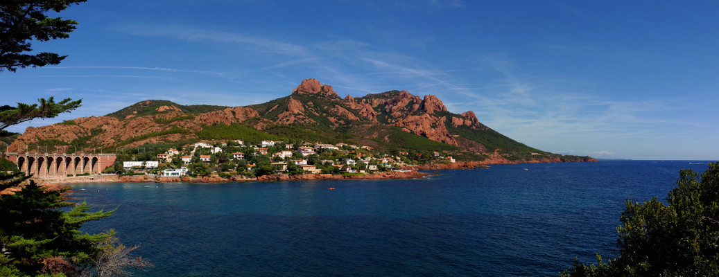 Panorama of the red rocks of the Esterel from Anthéor