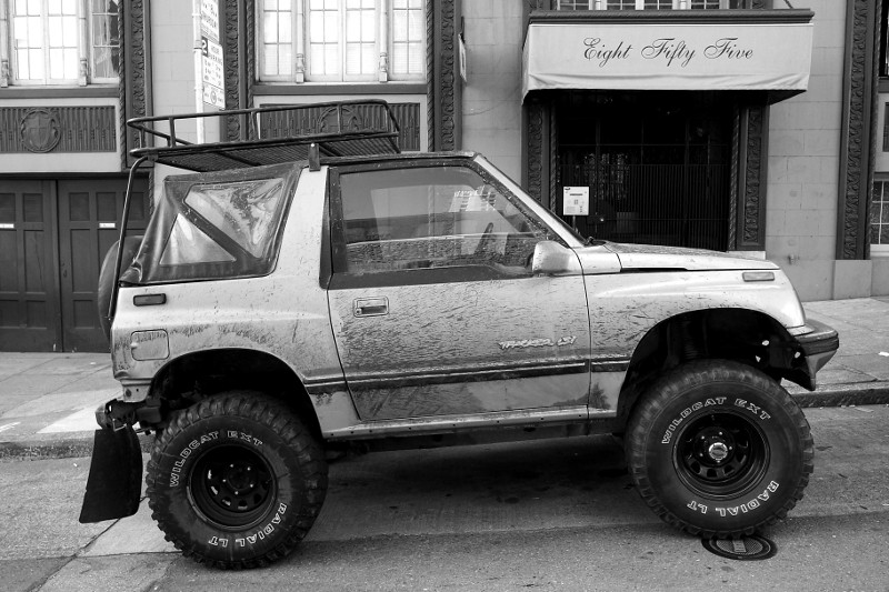 Geo Tracker LSi 4x4 on Pine Street