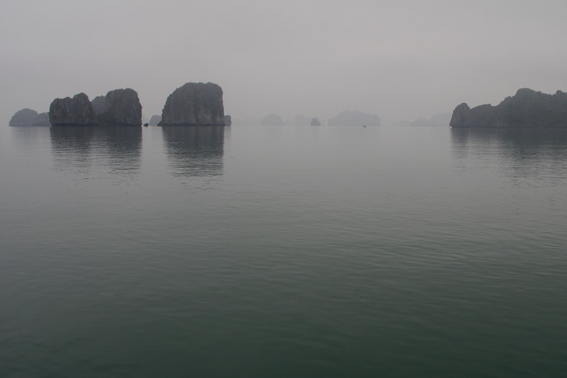 Misty Hạ Long Bay, Vietnam