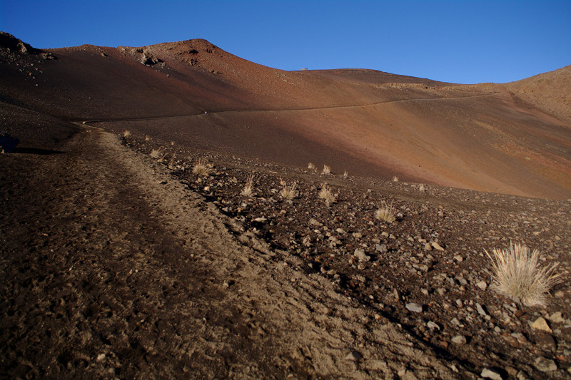 Hiking the Sliding Sands trail (Keoneheʻeheʻe) at Haleakalā National Park, Maui, Hawaii