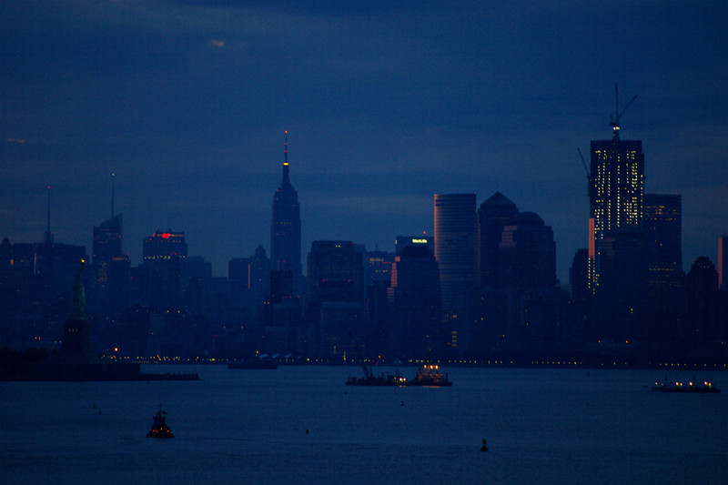 Lower Manhattan skyline at twilight, seen from the Hanjin Palermo