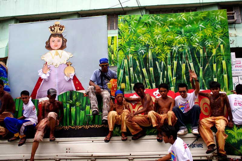 iloilo dinagyang festival 2011 contestants on truck