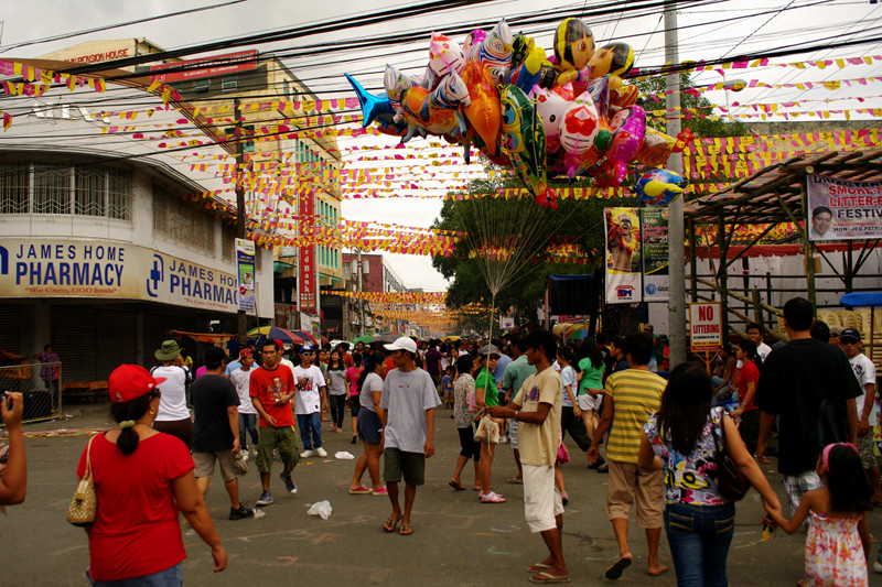 iloilo dinagyang festival 2011 crowd balloon man