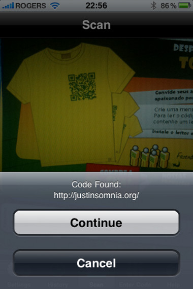iPhone QR Code reader, reading the Torcedor Personalizado website t-shirt