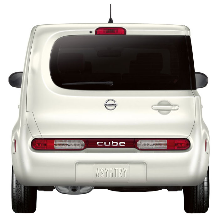 2010 Nissan Cube tailgate