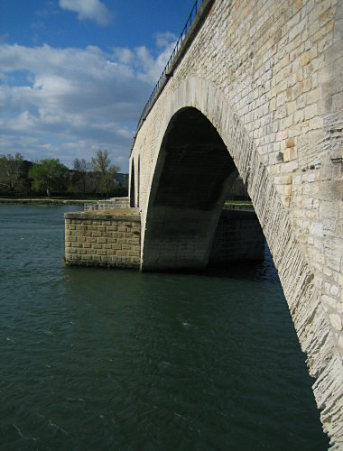 Closeup of an arch on the Pont d'Avignon
