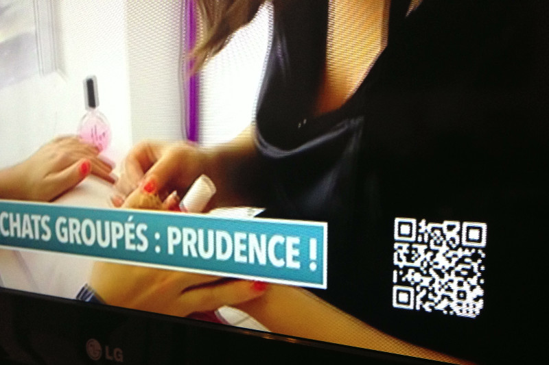 QR Code on TV in France on a black background