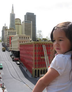 Robin's daughter in front of Lego SF