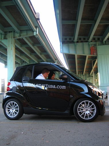a black smart fortwo