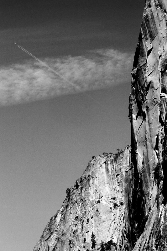 Airplane contrail at Yosemite National Park (black and white)