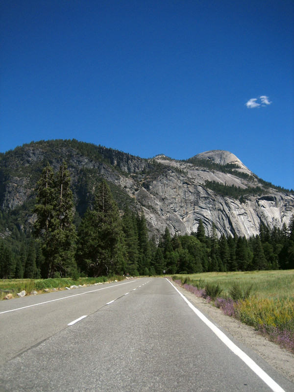 Views of Yosemite Valley from the road